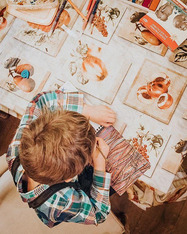 Родители! ❗ALARM! Напоминаем, что у нас по субботам и воскресеньям проходят творческие мастер-классы для детей. Пока взрослые отдыхают (и очень вкусно), дети интеллектуально развлекаются. Ждем вас с 13 до 18.00. 16 марта мастерим игрушку в рамках урока «В мире животных», а 17 марта на кулинарном занятии готовим пирожное-картошку. ⠀⠀⠀⠀⠀ 📞Если вы нам позвонили или хотели оставить онлайн-бронь, а все столы оказались забронированы — смело приходите. Часть зала, включая места у окна, мы всегда оставляем для вас свободными и не резервируем. ⠀⠀⠀⠀⠀ А также вы всегда сможете начать вечер с аперитива, разместиться за контактным баром и придумать с барменеджером свой персональный коктейль, пока ваш столик не освободится. ⠀⠀⠀⠀⠀ #evgrill#extravirgingrill#Extravirginrestaurant#чистыепруды#детямсчастье #детям