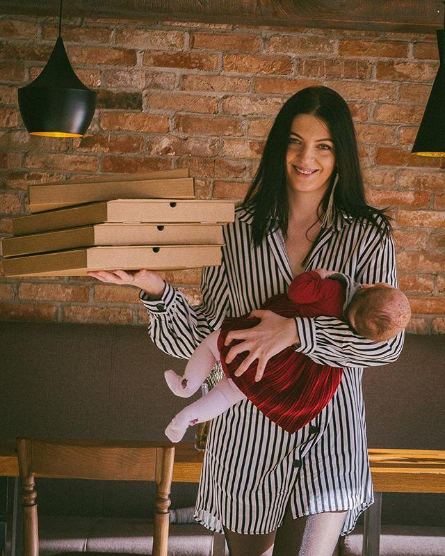 Extra Virgin там, где вы! Мы быстро привезем вашу любимую пиццу, флэтбрэд или пасту к  вам домой, в офис и куда угодно в радиусе доставки. ⏱Принимаем заказы ежедневно с 12.00 до 23.30, привозим горячую еду в течение 30-45 минут. 🛒Минимальная сумма заказа – всего 500 рублей, ведь мы понимаем, что вы не обязательно хотите заказать обед на весь офис. 📍Радиус доставки – в пределах 2,5 километров от ресторана Extra Virgin. Подробно – на карте доставки. ⠀⠀⠀⠀⠀ #evgrill#extravirgingrill#Extravirginrestaurant#чистыепруды#пицца#паста#доставкапиццы