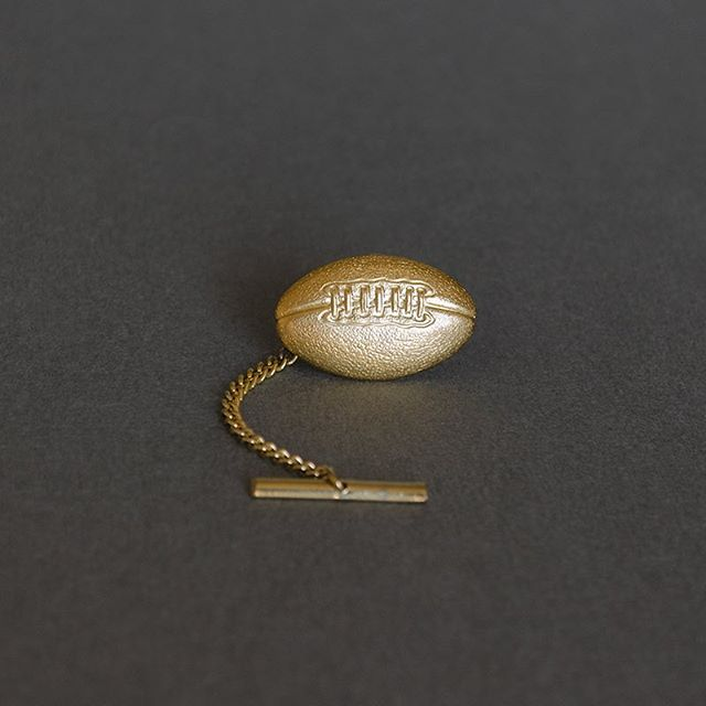 Happy Father's Day to all Dads! 🏈 • #skeltonstreasures #tietack #footballplayer #footballplayers #tieaccessories #sportsaccessories #footballjewelry #fathersdaygifts #fathersday #happyfathersday #newfather #firstfathersday