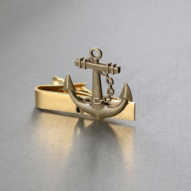 Our Anchor Tie Clip is a great gift for the fisherman in your life. ⚓️ • #skeltonstreasures #anchortieclip #anchortie #fisherman #fishermangift #fishwedding #beachwedding #beachweddingideas #beachweddinginspiration #beachweddinginspo #groomsmengift #groomsmen #beachweddinggift #weddinggifts #weddinginspo #weddingideas #weddinginspiration #fatherofthebride #fatherofthegroom