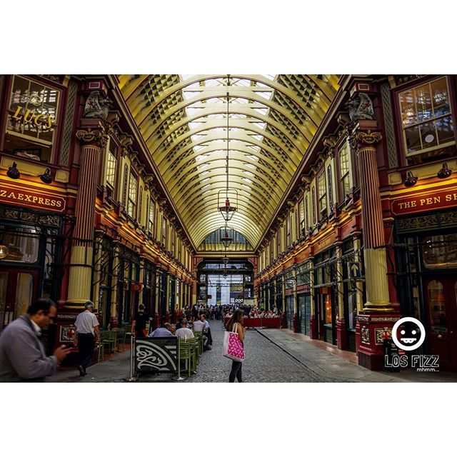 Diagon Alley . . #britishmuseum #diagonalley #london #england #unitedkingdom #uk #britain #greatbritain #british #westminster #westminsterabbey #windsor #victoria #vancouver #atlanta #brentwood #euro #europe #english #losfizz #pentaxk3 #buckinghampalace #londonbridge #bigben #elizabethtower #rosettastone #leadenhall #harrypotter #leadenhallmarket