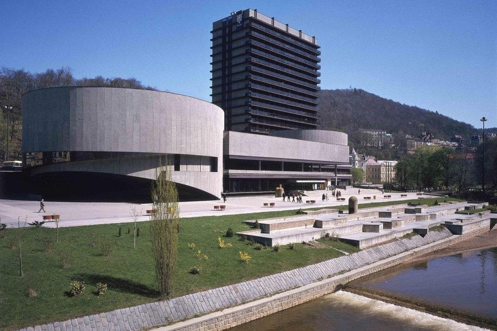 Věra Machoninová / Vladimir Machonin: Hotel Thermal, Karlovy Vary, Czech Republic, 1964–1976. Photo: from the Archive of Věra Machoninová, courtesy of Marie Kordovská
