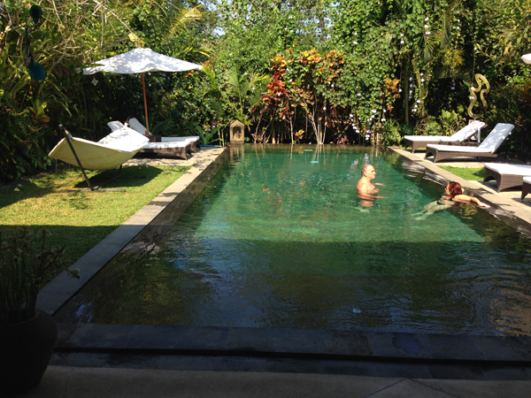 Steve & Alita in pool_1282.jpg
