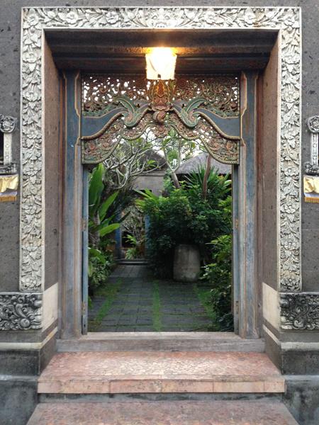 Buddha through door_0127.jpg