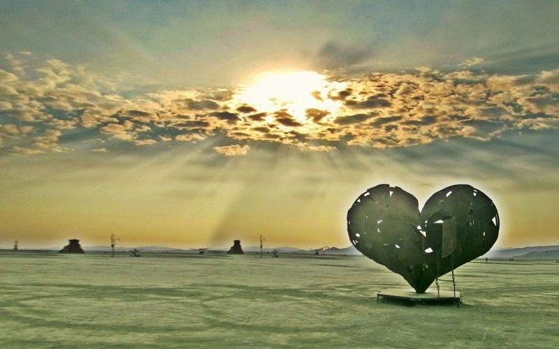 BirningMan-heart sculpture.jpg