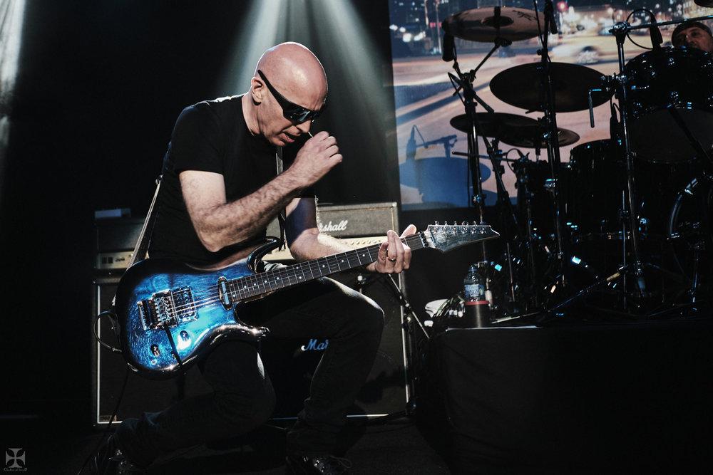 2018.12.04 Joe Satriani - DSC21297_branded.jpg