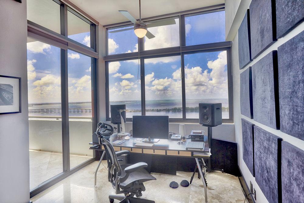 10 Office.jpg
