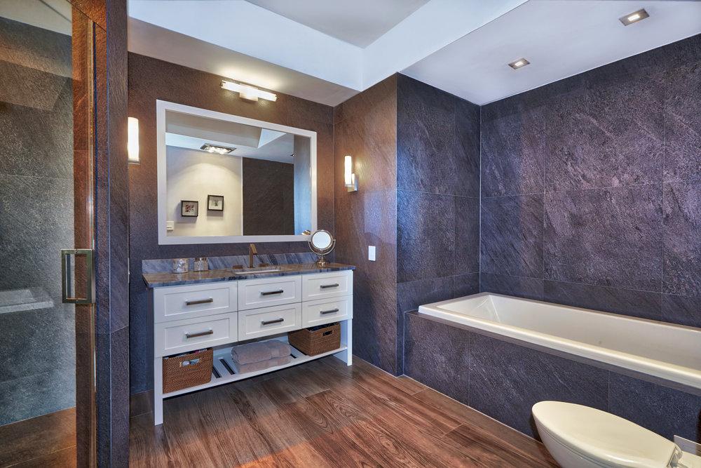 17 Master Bath1.jpg
