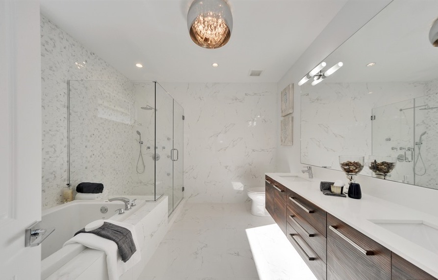18_2640-California-Ave_13_Master-Bathroom_Web (1).jpg