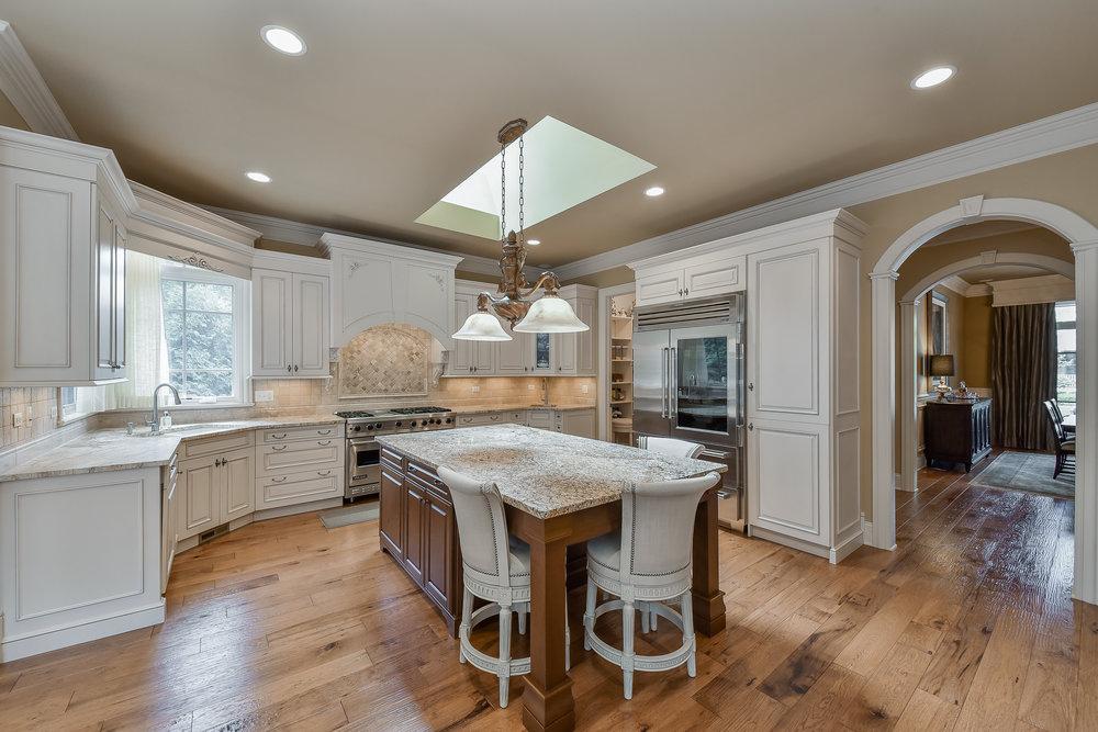 Kitchen 2 (3).jpg