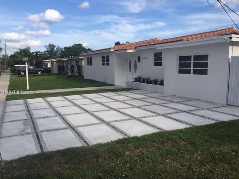 2220 Ne 192 St Miami