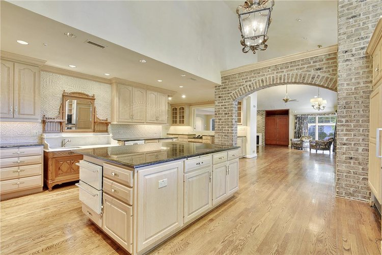 Main+Level-Kitchen-_DSC1580.JPG