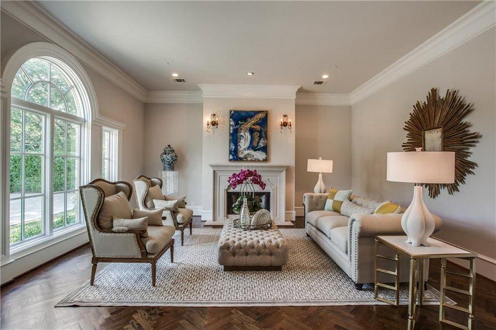 5830 falls rd living room.jpg