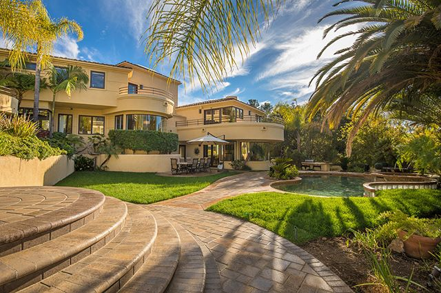 Dramatic, contemporary estate in Westlake Village. Rivaling a resort hotel, this privately gated home provides a unique opportunity to own a luxurious and stunning property.  Offered at $2,990,000  Listing presented by Debbie Blumenthal!  Link in bio!  #luxuryrealestate #houses #homes #home #architecture #realestate #estates #realtor #decor #homedecor #interiordecor #lifestyle #luxuryhomes #luxuryhome #interiordesign #businesslife #designspiration #luxurylife #newlisting #residential #realestatelife #luxuryliving #luxurycondos #buyingahouse #buyingandselling #dreamhouse #modernhouses #livingroom #californiahomes #californiahome