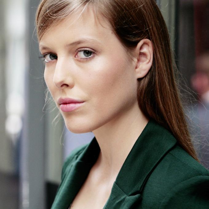 UK feminist zine Parallel Magazine interview with Laura Fischer Onen Ena Jodie Matthews