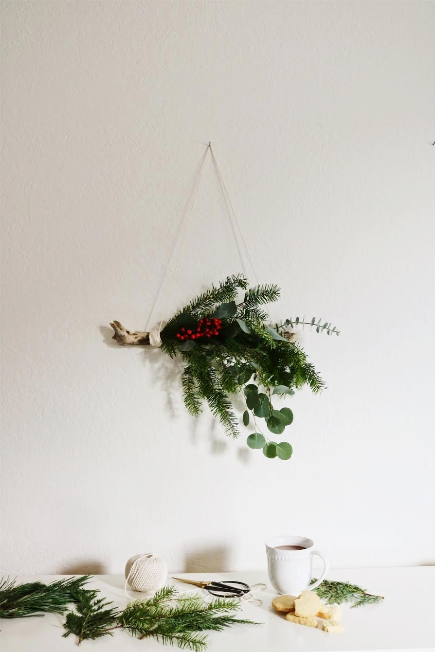 diy holiday natural wall hanging decor