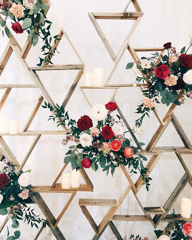 Custom geometric backdrop with some floral love for @umme985! 💛⁣ ⁣ #weddingflowers #floraldesign #weddingflorals #geometricdesign indianwedding #indianweddings #weddinginspo #wedding #bridal #bride #brides #bridalmuse #engaged #theknot #greenweddingshoes #darlingmag #darling #junebugweddings #stylemepretty #bridalmusings #thatsdarling #weddingwire #utterlyengaged #howheasked #willowandwine⁣