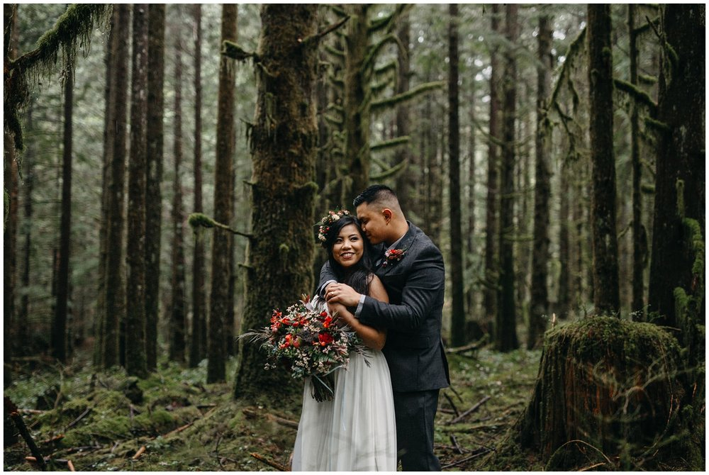 aileen-choi-photo-intimate-golden-ears-park-wedding-helicopter-mountaintop-session_0057.jpg