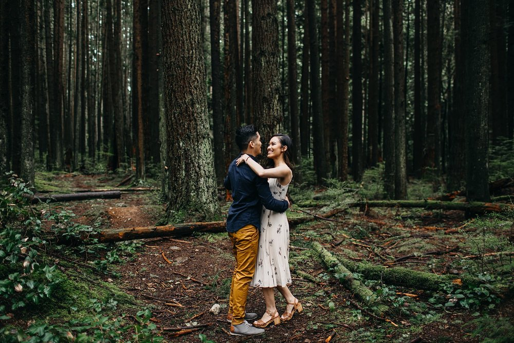 aileen-choi-photo-intimate-in-home-session-pacific-spirit-park-engagement_0104.jpg