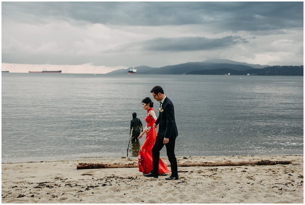 bride and groom portrait on the beach at stanley park