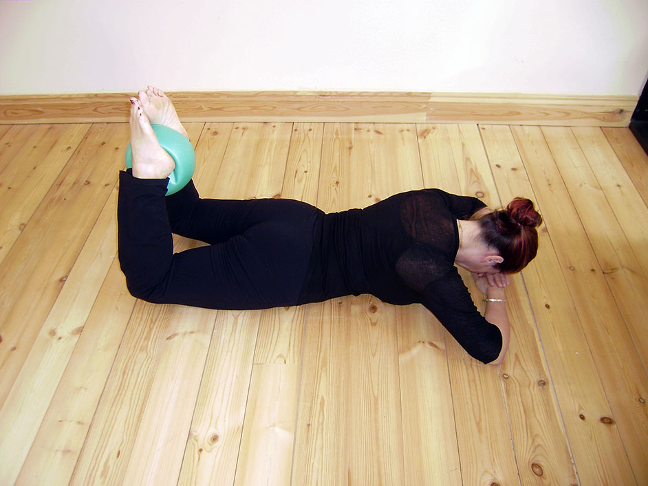 Gluteal squeeze with the Pilates Overball
