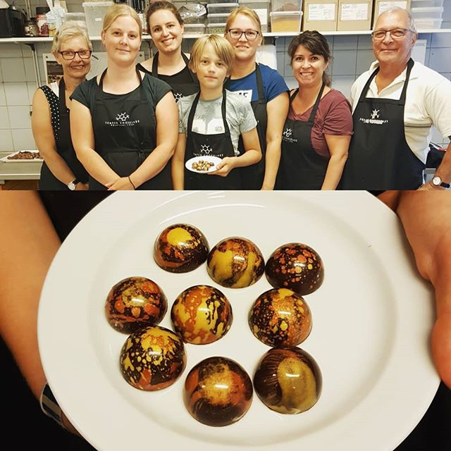 Another great group of people for our filled chocolate course. #temperchokolade #chocolate #chokolade #ribe #danmark #valrhona #myvalrhona #valrhonachocolate #valrhona_scandinavia #vadehavet #sydvestjyskesmagsoplevelser #bonbons #chokoladekursus