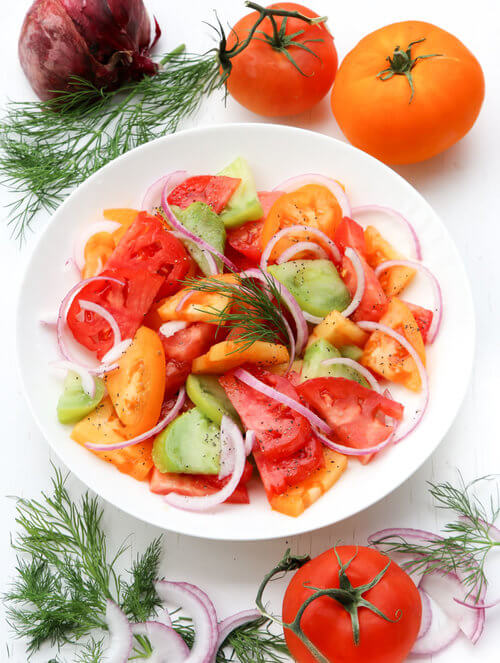 A plate of tomato salad