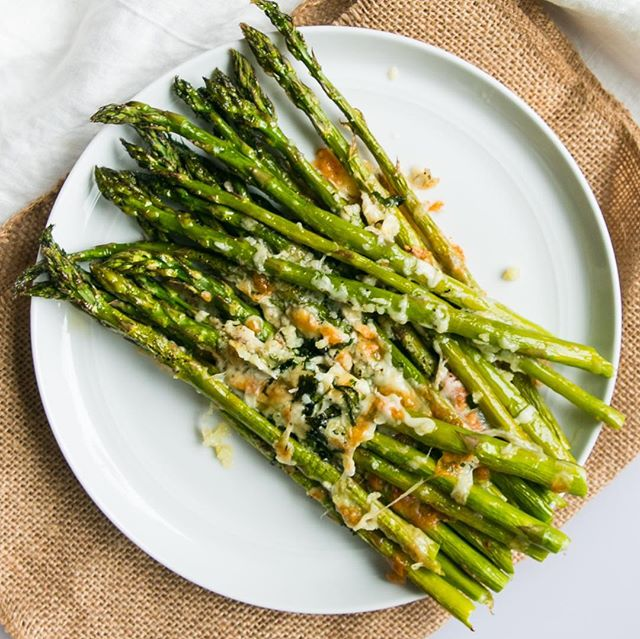 Cheesy baked Asparagus recipe! Enjoy this simple side dish to any of your favorite mains, or simply as a snack! 😋 . . . #ketodiet #easyrecipes #delicious #ketofriendly #cookinglightdiet #f52comfortingveggies #thekitchn #asparagus #cheese #buzzfeedfoods #roastedveggies #keto #cleaneating #summerready #quickrecipes #healthysidedish #eat #yummy #snack #thefeedfeed