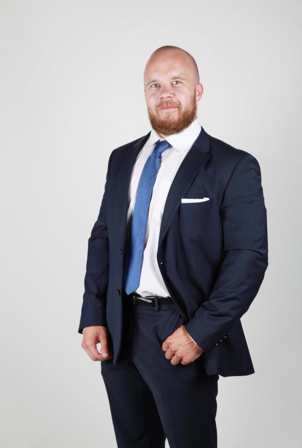 Tapio Hokkanen - OTM, lupalakimies, julkinen kaupanvahvistaja, osakaspuh. 040 826 8326 tapio.hokkanen@lakihhr.fi