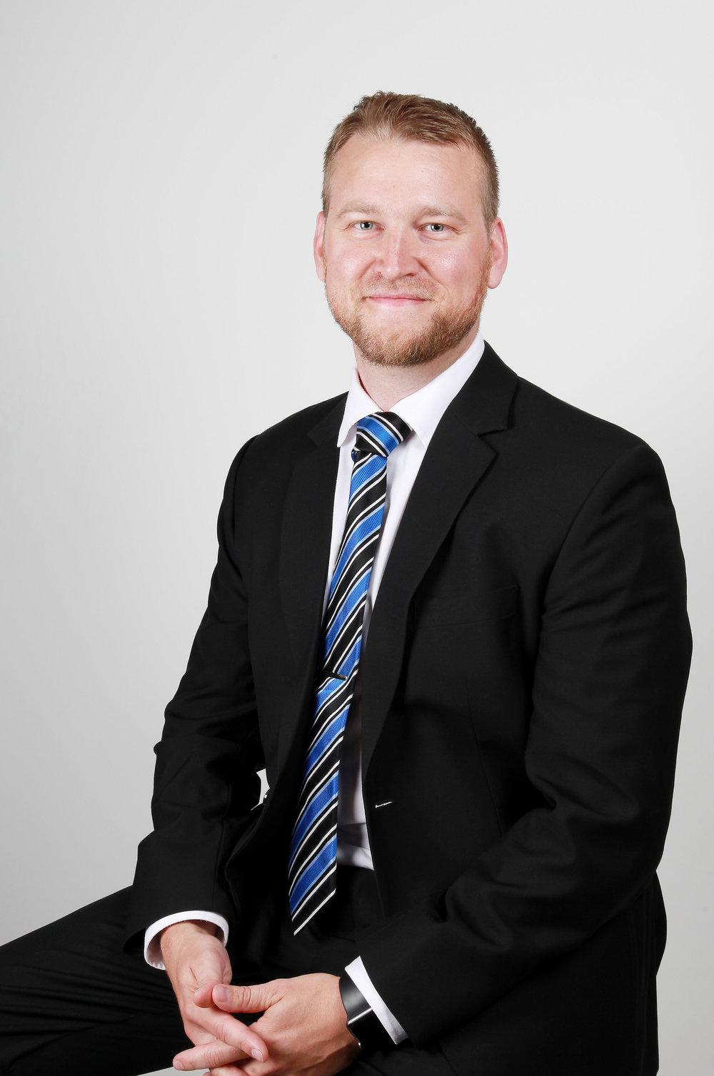 Jan Huovinen - OTM, lupalakimies, osakaspuh. 045 899 3303 jan.huovinen@lakihhr.fi