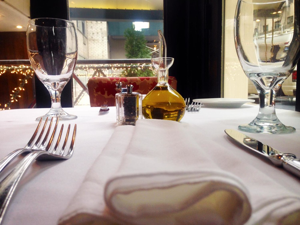 amata_res_img_table_setting_cafe.jpg