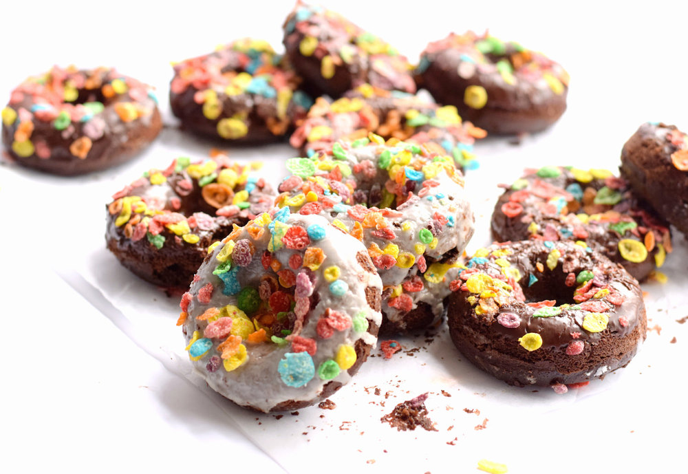 Baked Chocolate Donuts (Non-Dairy) - Chocolate. Donuts. Two Glazes. Fruity Pebbles. Boom. Everyone loves these beautifully glazed chocolate cake donuts! | trufflesandtrends.com