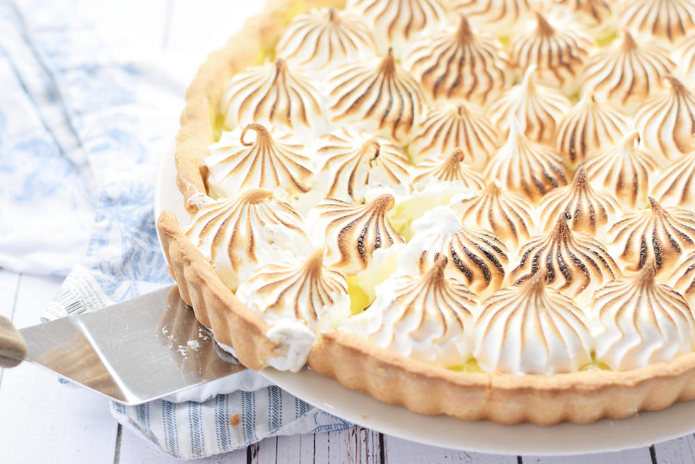 Lemon Meringue Pie – sweet, buttery pie crust filled with a tangy lemon curd and topped with a glossy, marshmallow-y meringue. Video included! | trufflesandtrends.com