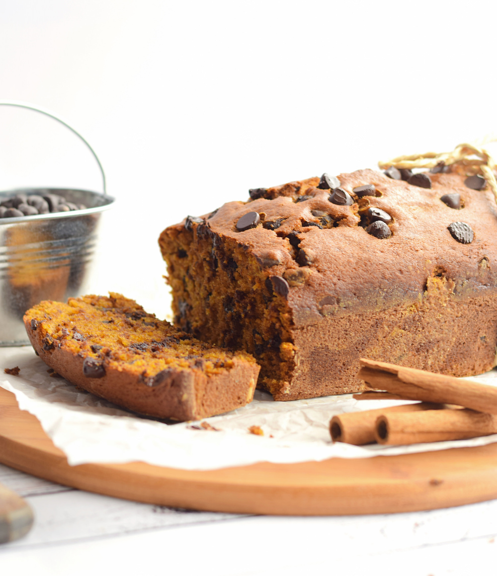 The BEST Pumpkin Chocolate Chip Bread – moist, tender, flavorful pumpkin bread loaded with chocolate chips. So easy and perfect for fall! | trufflesandtrends.com