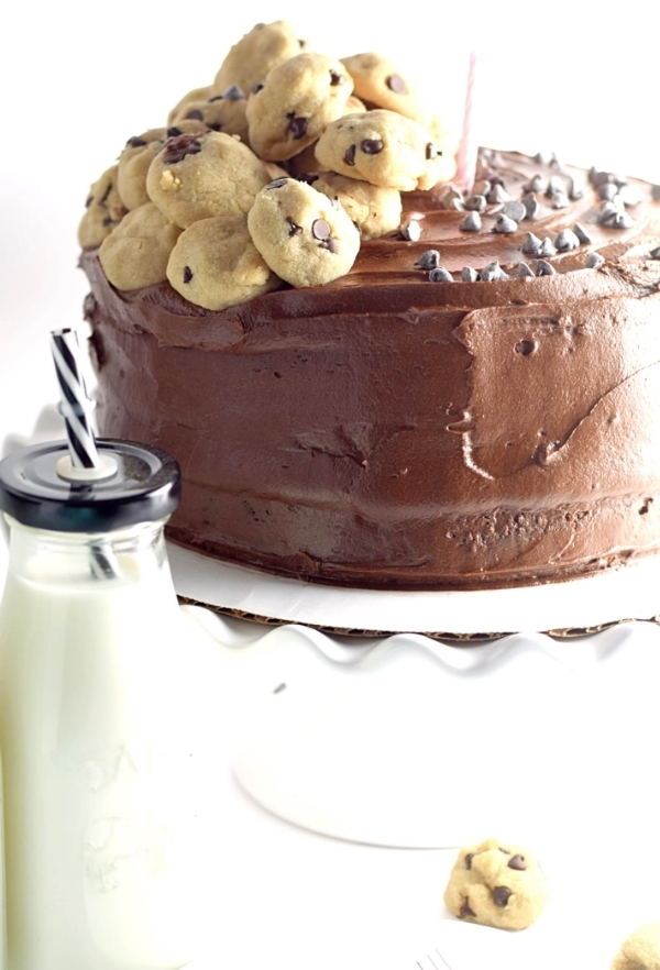Yellow Layer Cake With Chocolate Buttercream Frosting