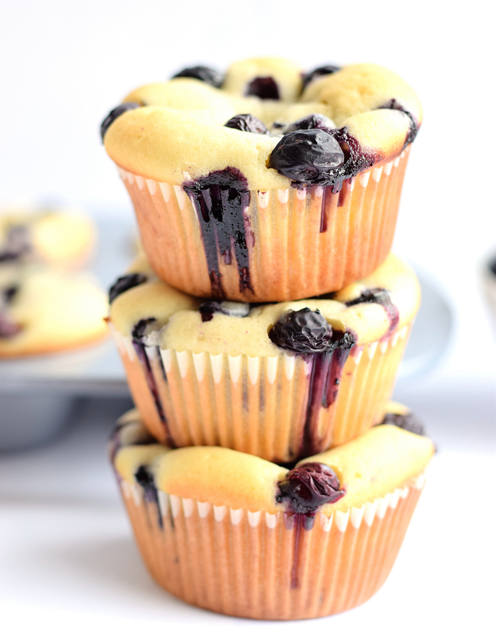Soft and Moist Blueberry Muffins | TrufflesandTrends.com