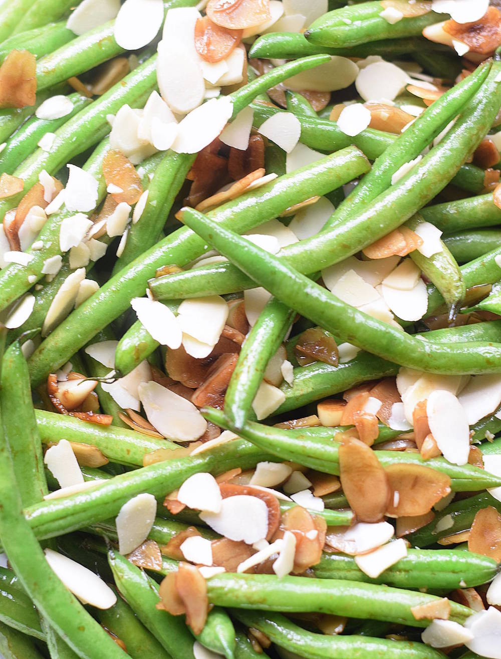 Sautéed Green Beans with Garlic and Almonds: quick, easy, wholesome side dish with green beans, fresh garlic, and sliced almonds. So good! | TrufflesandTrends.com