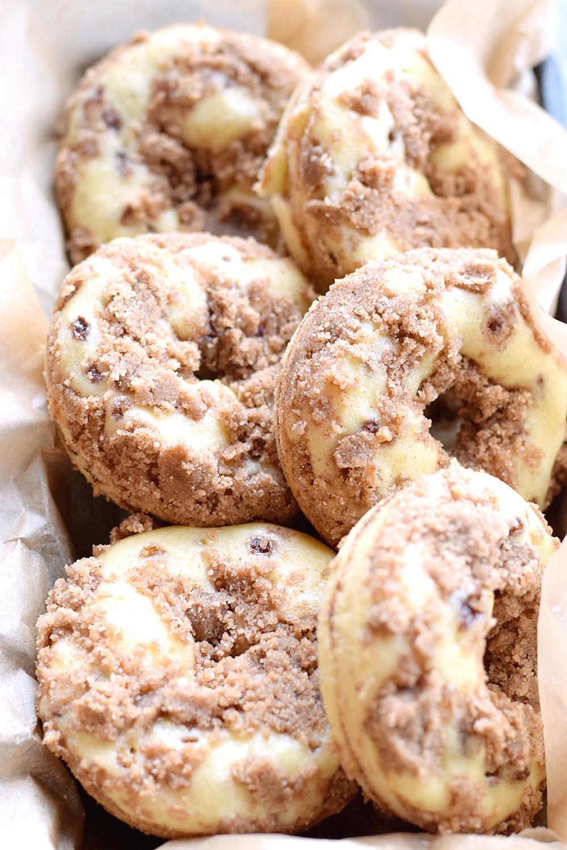 Baked Cinnamon Crumb Donuts | TrufflesandTrends.com
