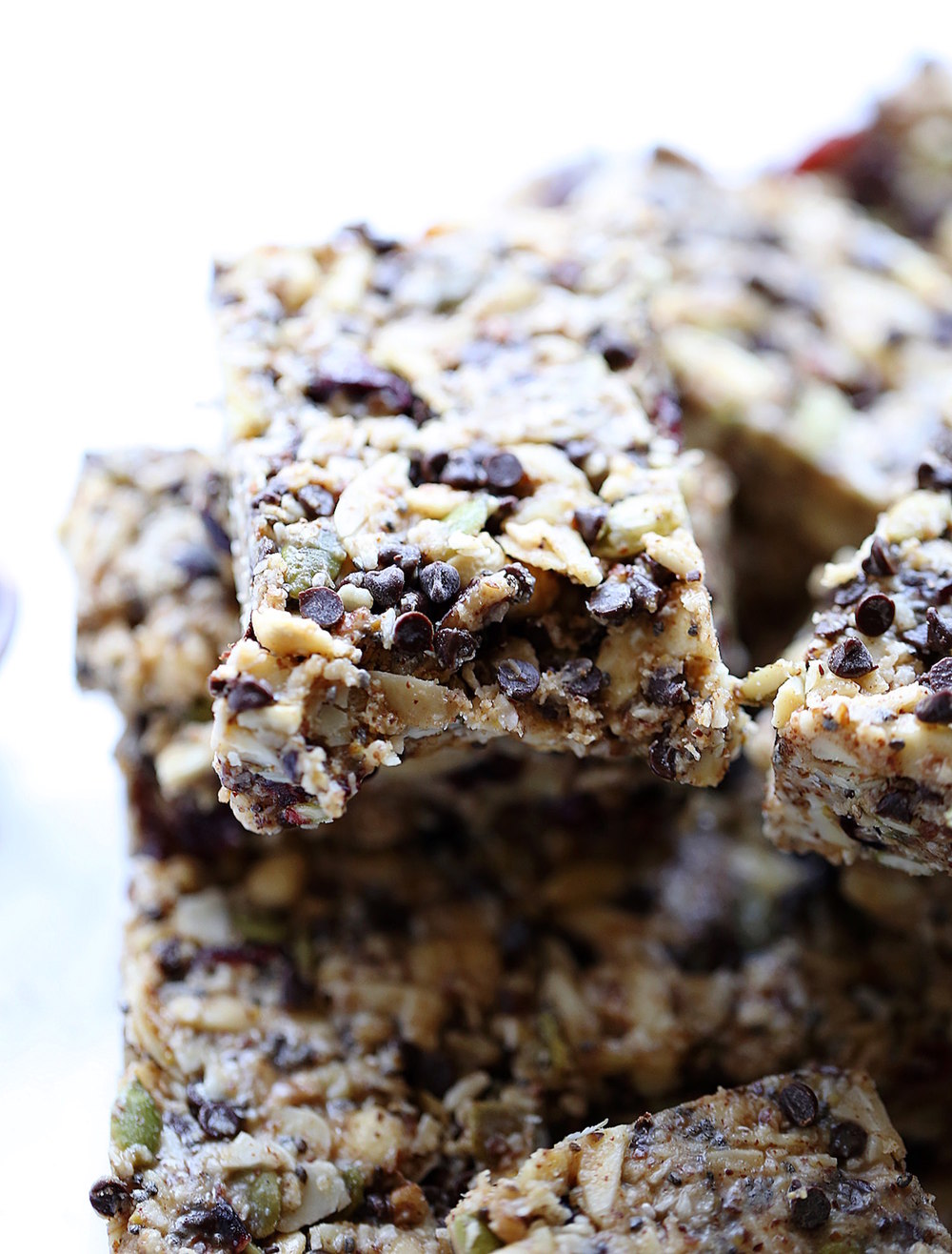 Grain Free No-Bake Granola Bars: chewy, soft, rich, and nutrient dense. Perfect back to school snack or on the go breakfast! | TrufflesandTrends.com