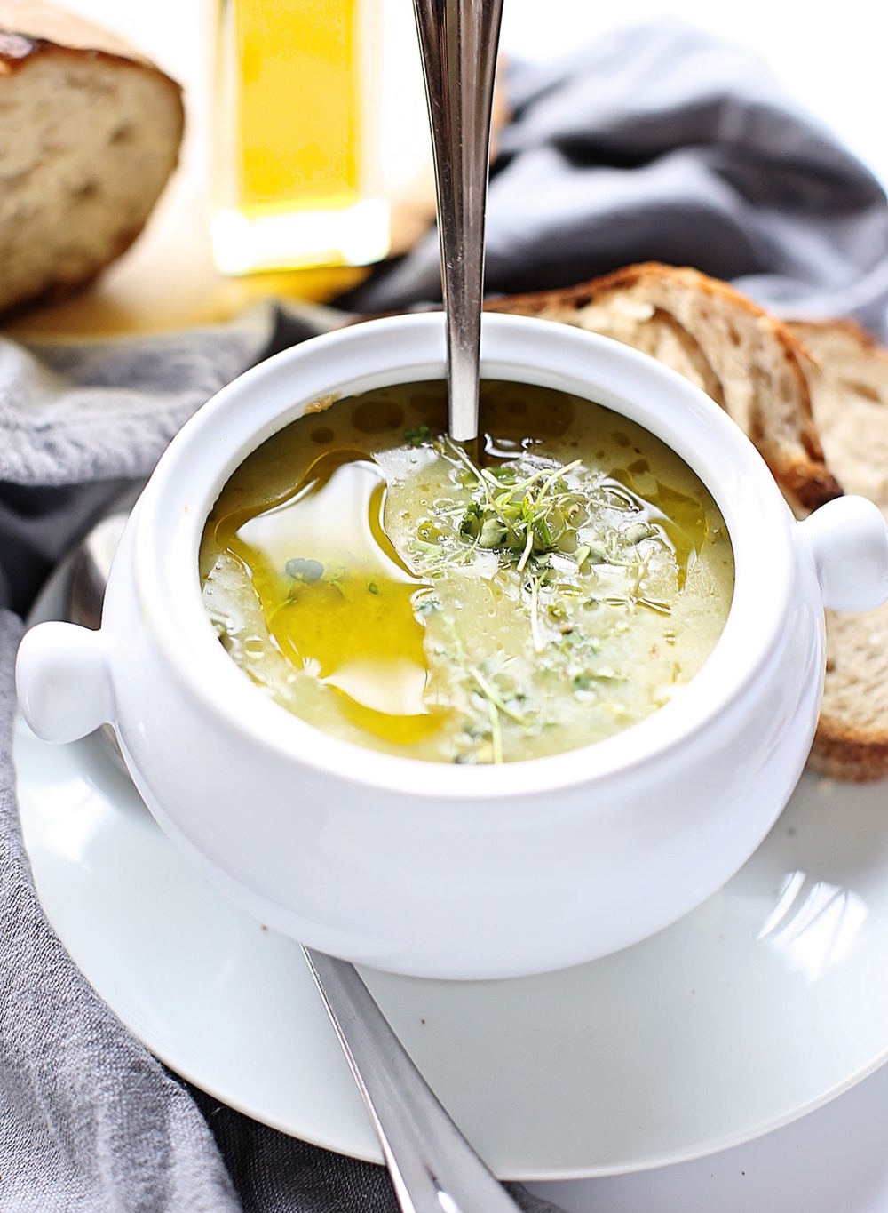 Quick and Easy Zucchini Soup: zucchinis, onions, and a few other ingredients come together to form this creamy, wholesome, delicious soup. | TrufflesandTrends.com