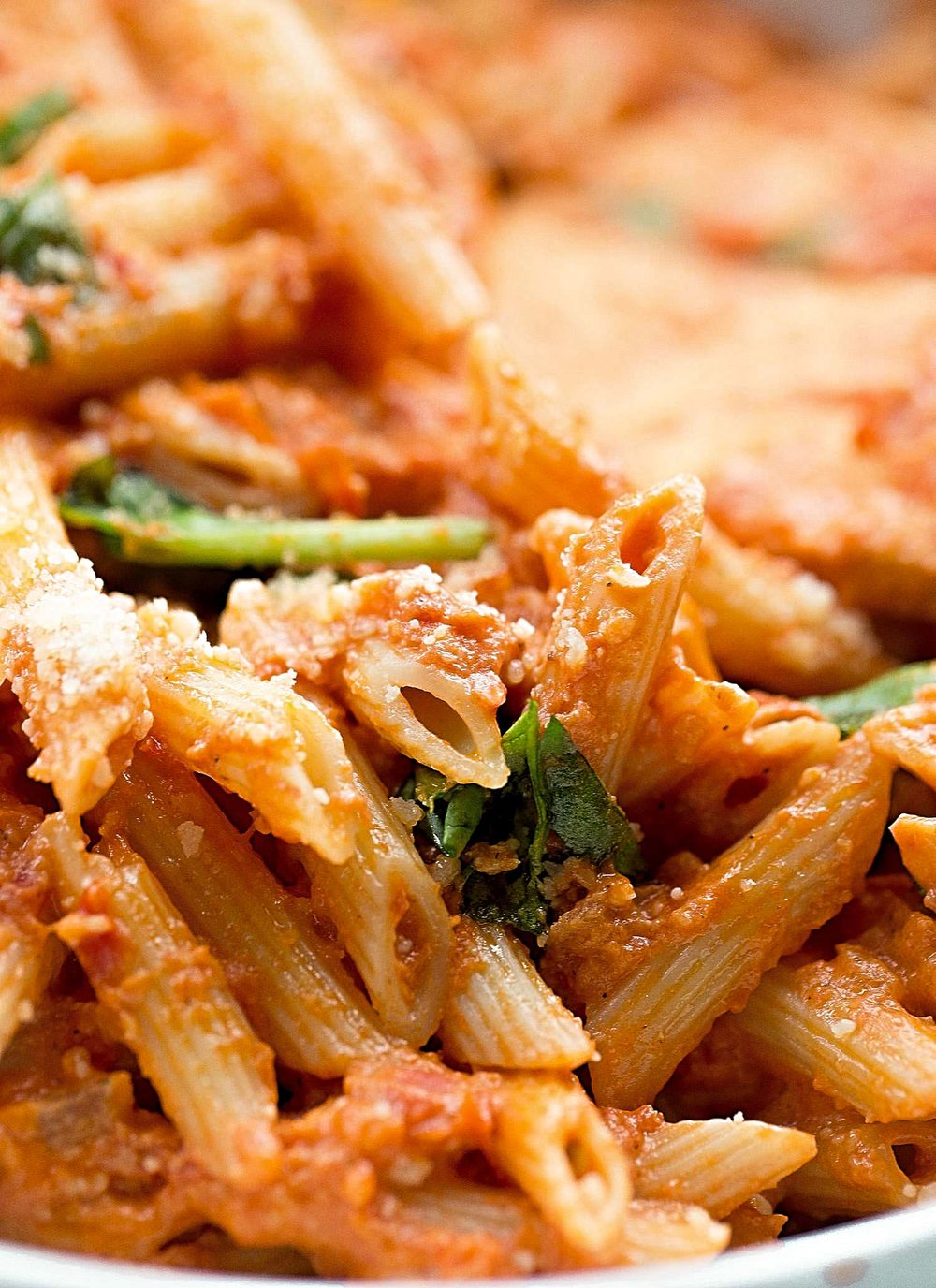 A Very Good Penne Alla Vodka: indulge in this easy, rich and creamy pasta dish made with crushed tomatoes and heavy cream. | TrufflesandTrends.com