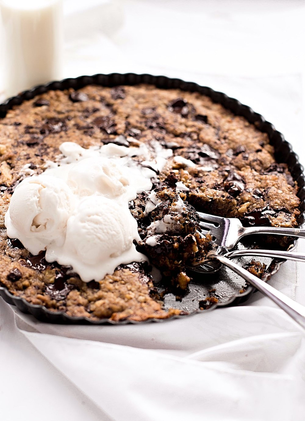 No-Butter Gooey Everything Cookie tart: soft, gooey, cookie tart packed with chocolate chunks, nuts, oats, and coconut. Dairy-free and so easy! | TrufflesandTrends.com