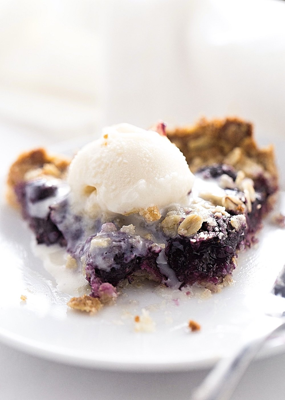 Blueberry Oat Crumble Tart: hearty, crunchy, oat crust topped with tart, juicy blueberries and more crumble on top. Video Included! | TrufflesandTrends.com