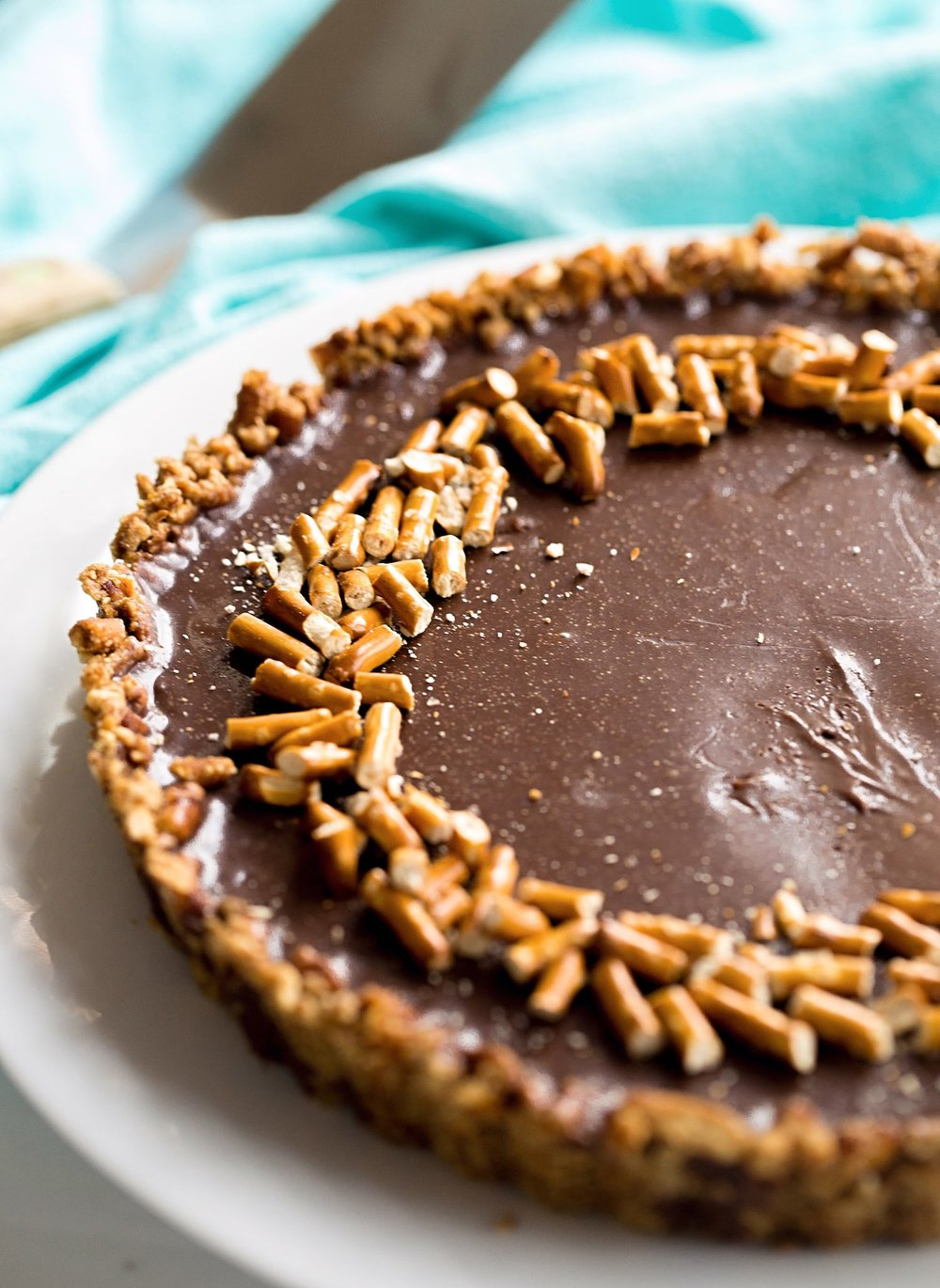 Pretzel Crust Milk Chocolate Tart: a crunchy, salty and sweet pretzel crust filled with a rich, creamy, milk chocolate ganache. Too good! | TrufflesandTrends.com