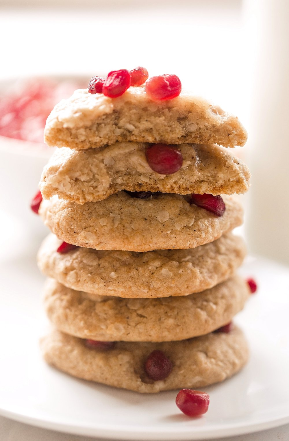 Honey Oatmeal Pomegranate Cookies: soft, gooey, dairy-free honey cookies filled with oats and topped with pomegranate seeds. Perfect for Rosh Hashanah! | TrufflesandTrends.com