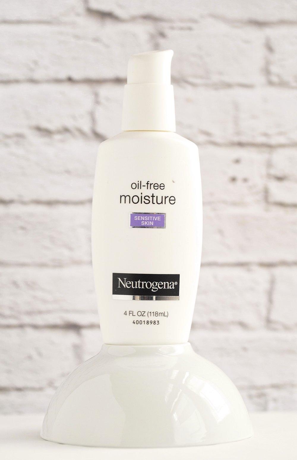 New Beauty Products I'm Loving - Neutrogena Oil Free Moisture | TrufflesandTrends.com