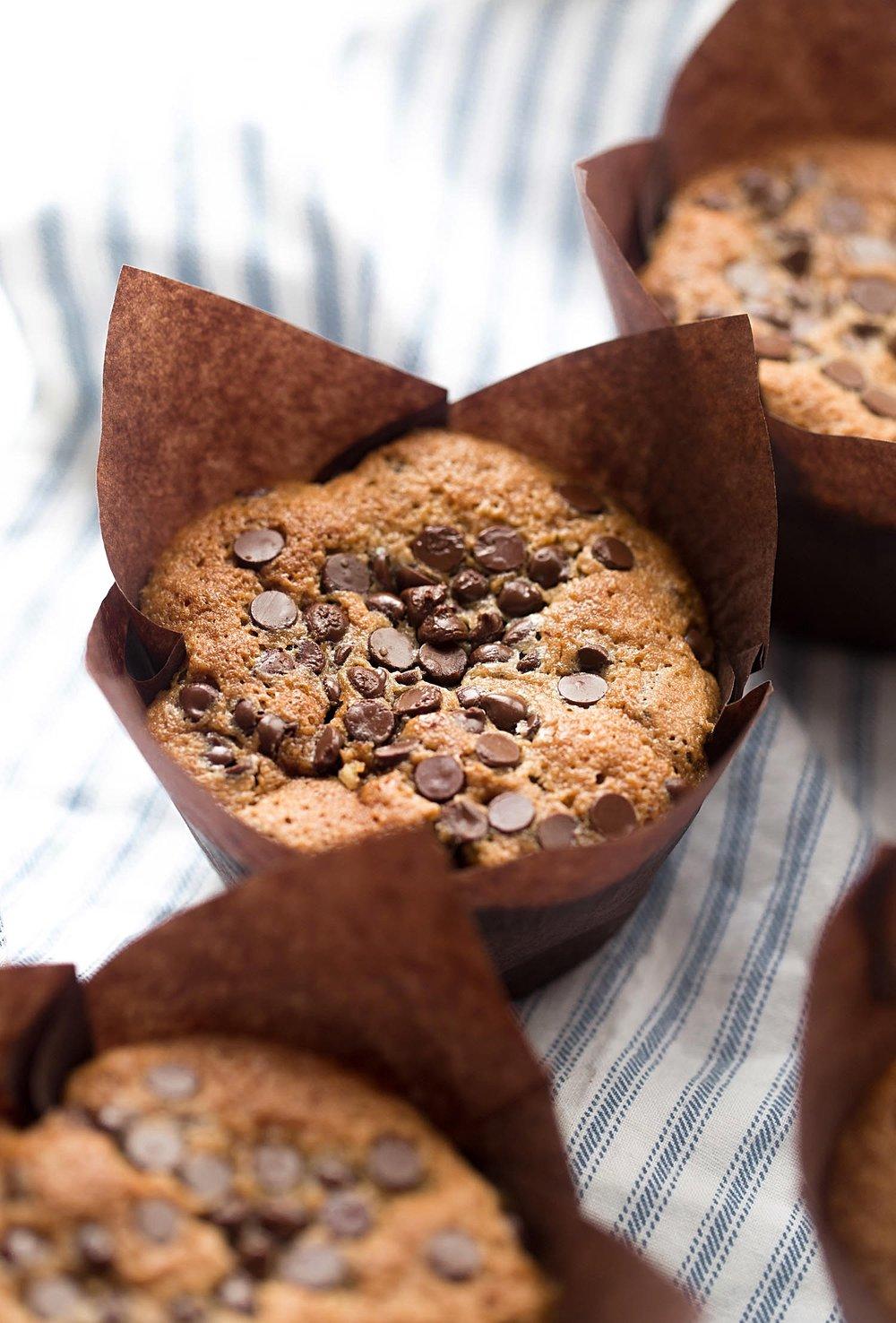 Gluten-Free Gooey Chocolate Chip Pecan Muffins | TrufflesandTrends.com
