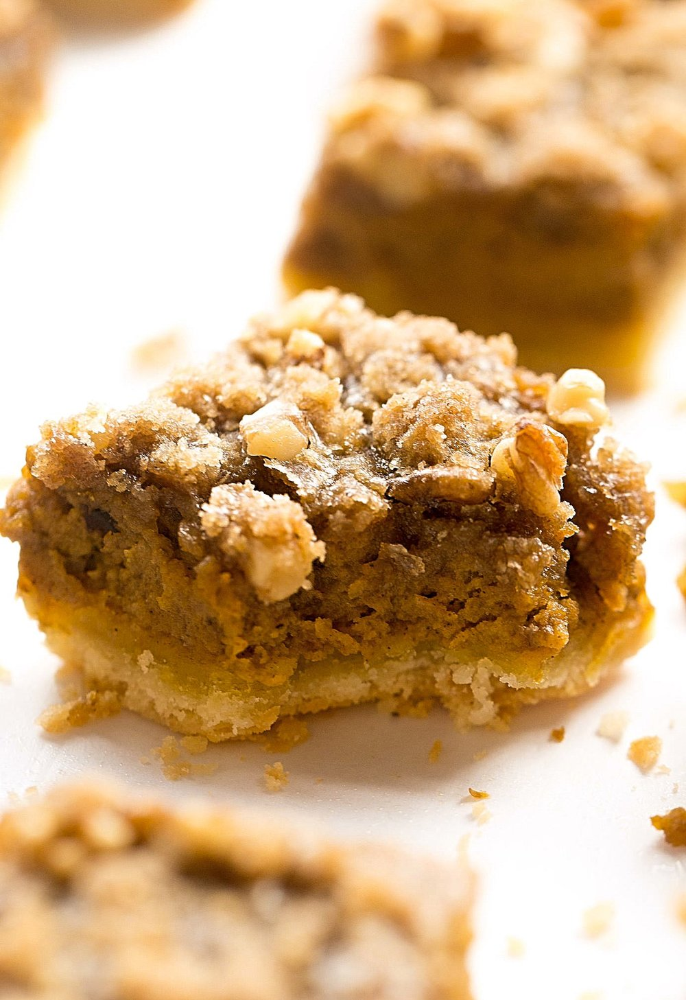 Pumpkin Pie Streusel Bars | TrufflesandTrends.com