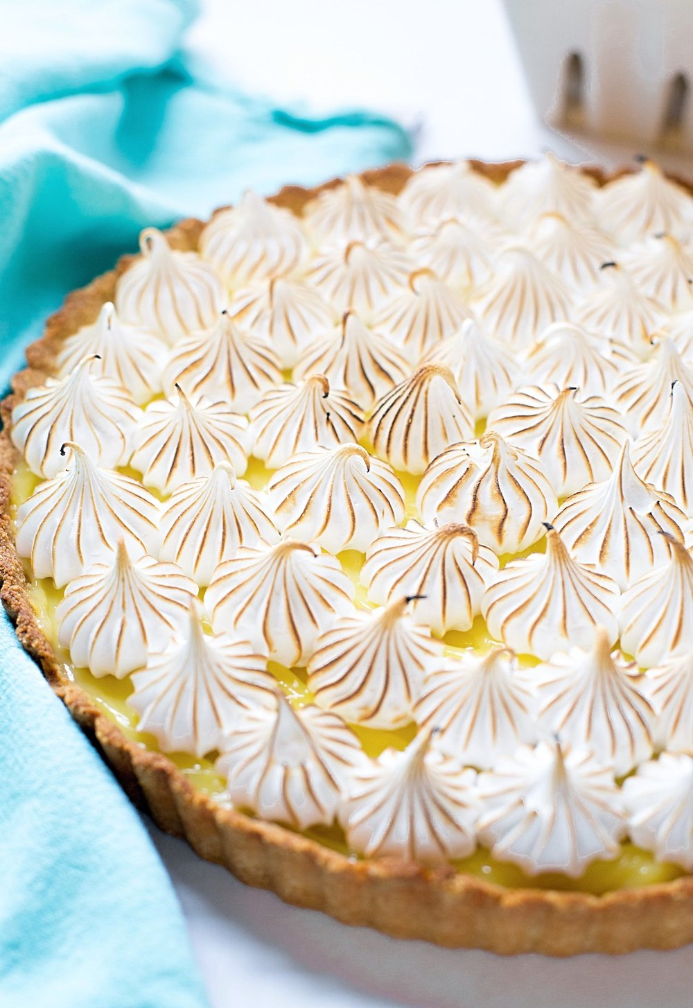 Passover Lemon Meringue Pie (Gluten-Free): tasty almond flour crust, tart and creamy lemon filling, and sweet, marshmallow-like meringue topping. | TrufflesandTrends.com