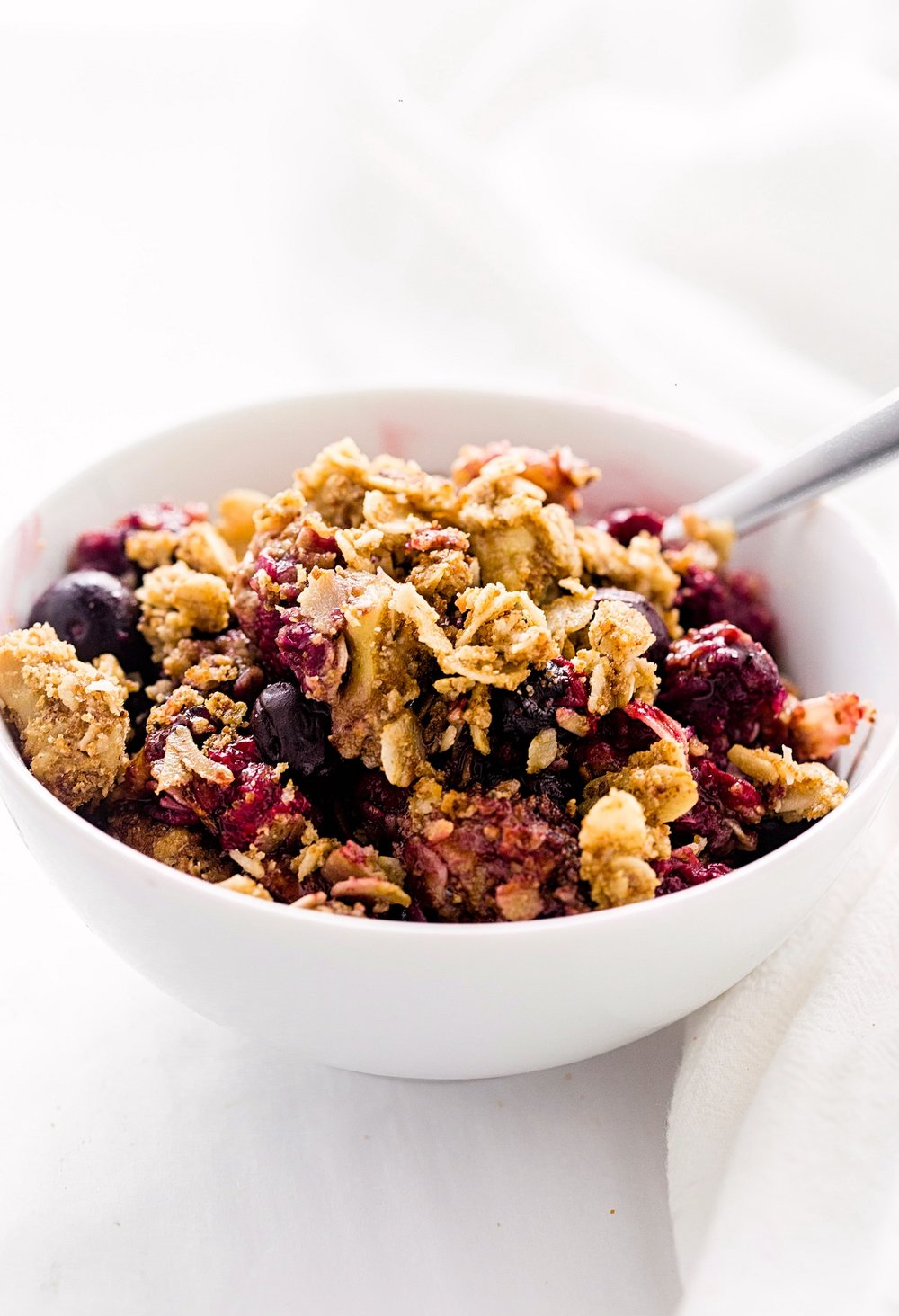 gf berry crumble 7.jpgWholesome Gluten-Free Mixed Berry Crumble : tart, sweet berries topped with an oaty, nutty, delicious crumble. Gluten-free and refined sugar free!
